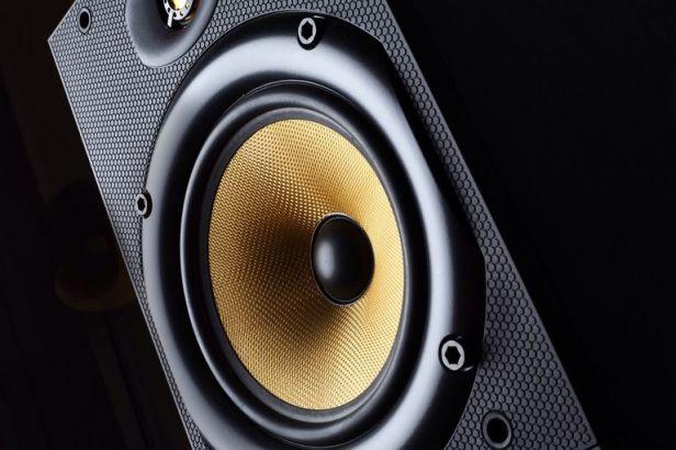 close-up-of-stereo-speaker-556936833-5a2f0f8b5b6e2400375c053f